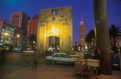 Uruguay, Montevideo, plaza Independencia, nocturno