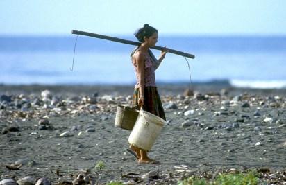 Cuba, Baracoa, playa Barigua, a buscar agua potable
