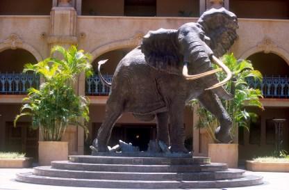 Sudáfrica, Bophuthatswana, Sun City, Hotel Sun City, escultura animal