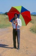 Sudáfrica, Transvaal, hombre con paraguas, retrato
