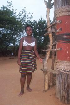 Sudáfrica, Natal Kwa-Zulu, Empangeni, poblado Zulu, mujer Zulu, retrato