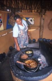 Sudáfrica, Natal Kwa-Zulu, Empangeni, poblado Zulu, comida tradicional Zulu, retrato