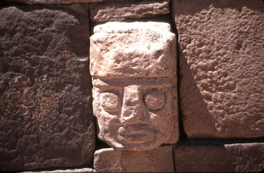 Bolivia, Altiplano, Tiwanaku-Ruinas Aymara, Templete Semisubterraneo cabezas esculpidas, escultura