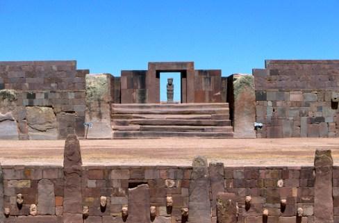 Bolivia, Altiplano, Tiwanaku-Ruinas Aymara, Templete Semisubterraneo cabezas esculpidas
