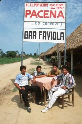 Bolivia, Beni, rio Mamore, reunion de amigos,retrato