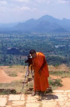 Sri Lanka, Sigiriya, templo de la roca, monje budista, retrato