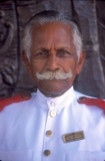 Sri Lanka, Galle, hotel Galle Face, botones, retrato