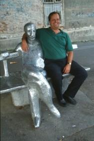 Croacia, Zagreb, Monumento a Antun Gustav Matos, obra de Ivan Kozaric, escultura