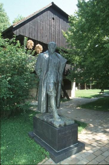 Croacia, Kumrovs es el pueblo natal de Tito, escultura de Tito