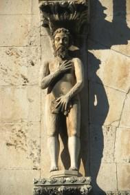 Croacia, Sibenik, catesral, escultura de Adan