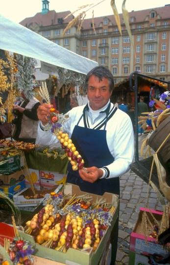 Alemania, Sajonia, Dresden, plaza del mercado, venta de cebollas, retrato