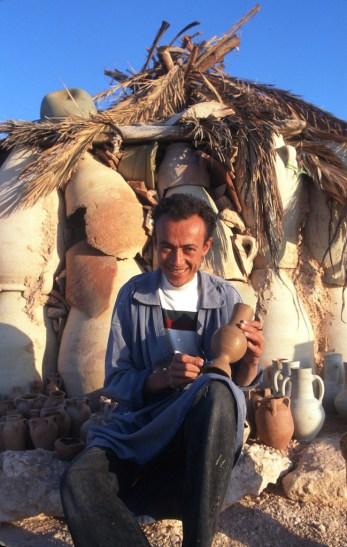 Túnez, Isla de Djerba, alfarero, retrato