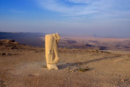 Israel, desierto del Negev, Mitzpe Ramon, crater Ramon, escultura
