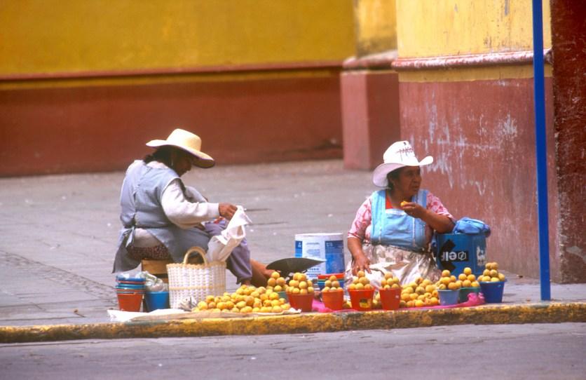 México, Colula, vendedoras ambulantes, trabajo