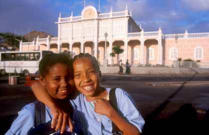 Cabo Verde, Isla Sao Vicente. Salida del colegio, retrato