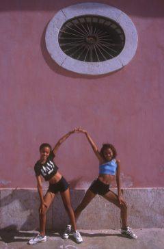 Cabo Verde, Isla Santiago. Portal centro cultural, bailarinas, clases de danza