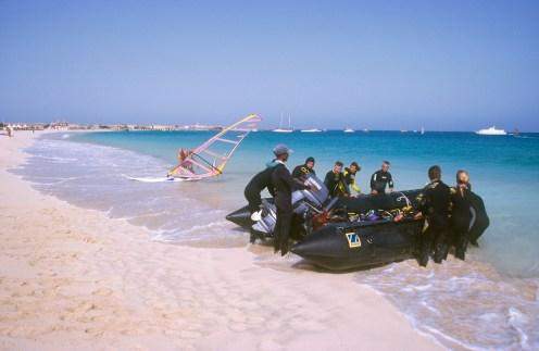 Cabo Verde, Isla de Sal, Santa Maria, submarinistas