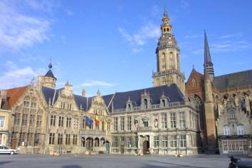 Flandes, Veurne, ayuntamiento