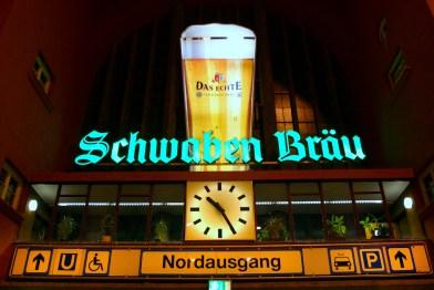 Alemania, Baden-Wurtemberg, Stuttgart, carteles estación ferroviaria