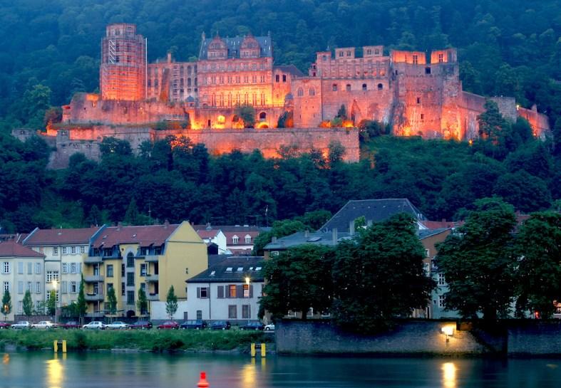 Alemania, Baden-Wurtemberg, Heidelberg, bosques Odín, río Neckar, nocturno