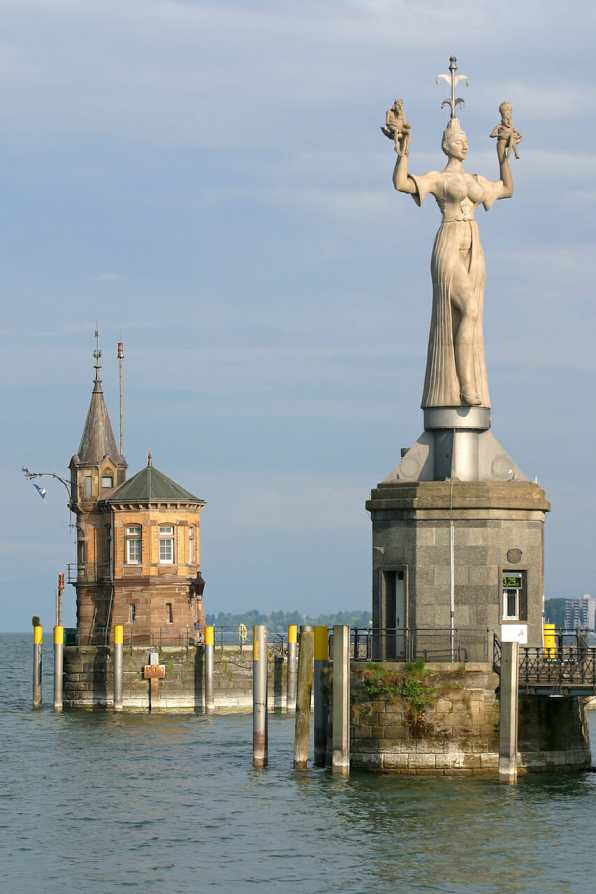 Alemania, Lago de Constanza, Constanza, escultura Imperia obra de Peter Lenk