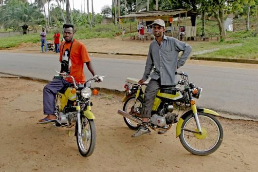 Camerún, Kribi, Taxi Moto, Transporte, retrato