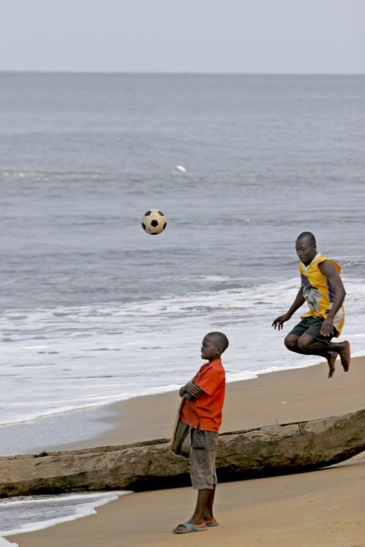 Camerún, Playa de Kribi, futbol