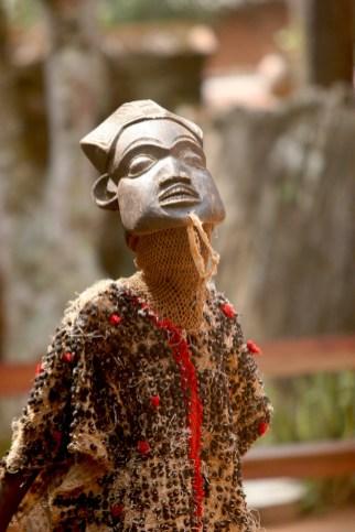 Camerún, Bafut, Fondom, música tradicional, bailarine