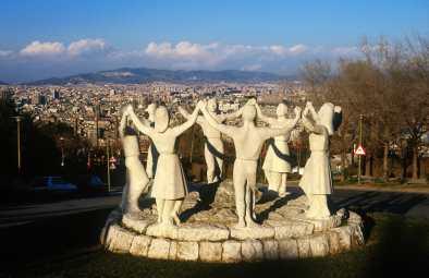 Barcelona, monumento a la Sardana