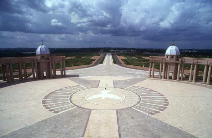 Costa de Marfil, Yamoussoukro, Basílica Notre Dame