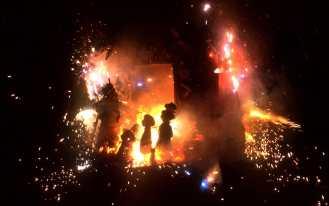 Valencia, quema de las Fallas, nocturno