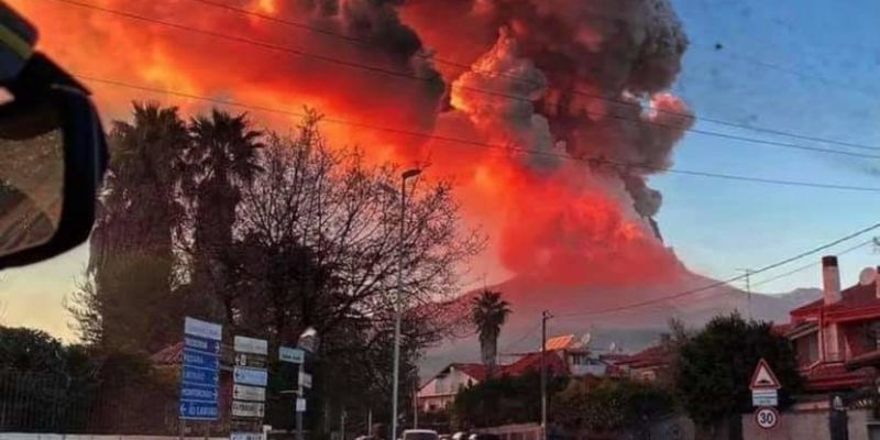 CATANIA AIRPORT REOPENS AFTER MOUNT ETNA ERUPTION
