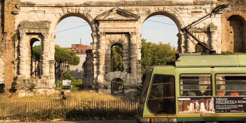 ROME TRAMS TAKE IT SLOWLY TO AVOID GOING OFF THE RAILS