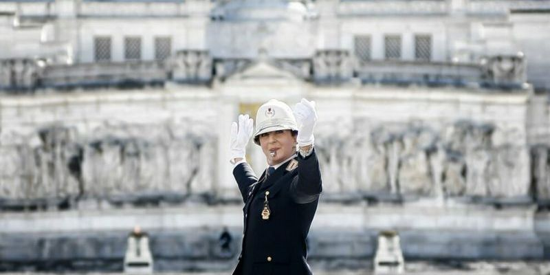 ROME WELCOMES FIRST WOMAN TRAFFIC COP AT LANDMARK PODIUM IN PIAZZA VENEZIA