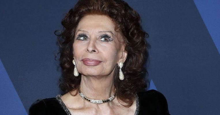 SOPHIA LOREN TO GET AWARD FROM OSCAR ACADEMY MUSEUM