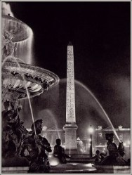 | Obelisk and fountains in the Place de la Concorde, from «Paris by Night», 1933 |