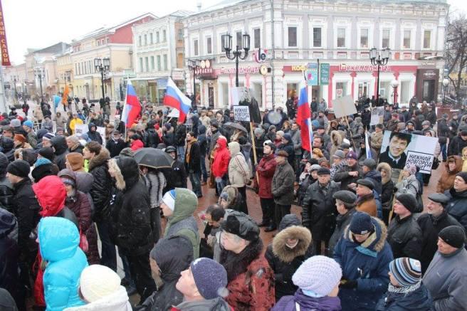 Театральная площадь. На митинге рядом с Мемориалом / Фотографии — Нижегородское Яблоко