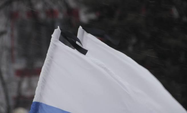 Черные ленты на флагах / Фотографии — Илья Мясковский