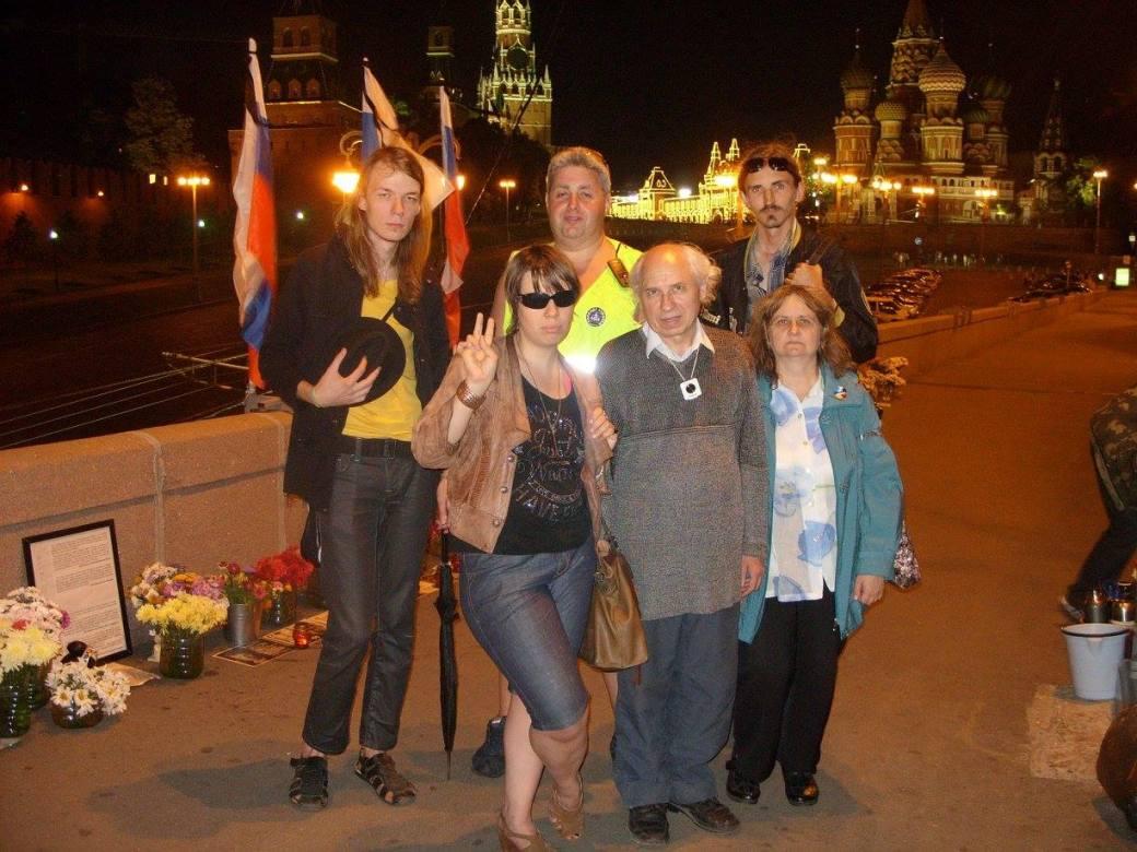 pavel_kolesnikov_s_gruppoy_dezhurnykh_na_Mostu.jpg