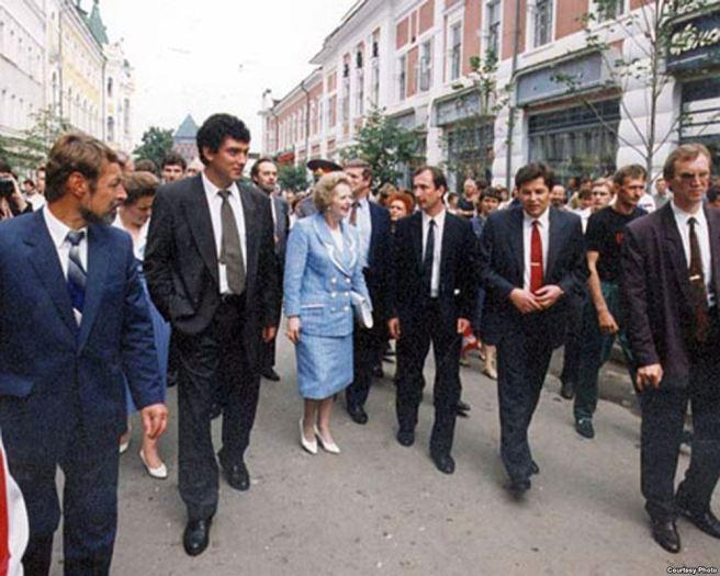 Борис Немцов и Маргарет Тэтчер на Большой Покровской улице, Нижний Новгород, 1994 год