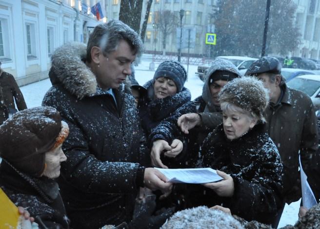 Борис Немцов перед заседанием Ярославской областной Думы./ Фото Сергея Белякова