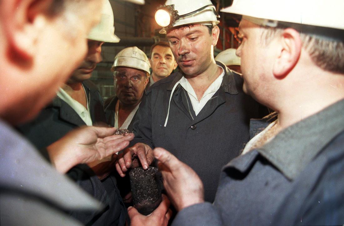 Фото: Валерий Матыцин / ТАСС / Scanpix Вице-премьер правительства России Борис Немцов во время визита на шахту «Октябрьская-южная», город Шахты, Ростовская область, 22 мая 1998 года