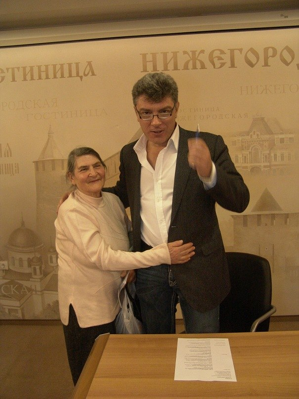 boris.nemtsov.with.mother.nn (1)