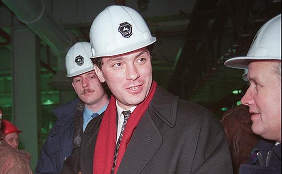 Борис Немцов 5 декабря 1995 года на заводе в Нижнем Новгороде Фото: AP
