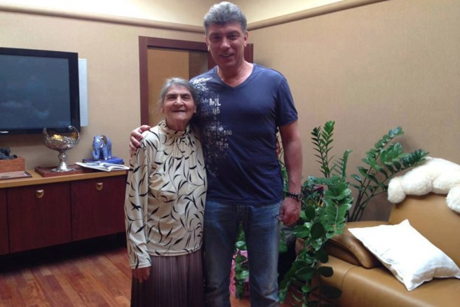 b-nemtsov-with-mother