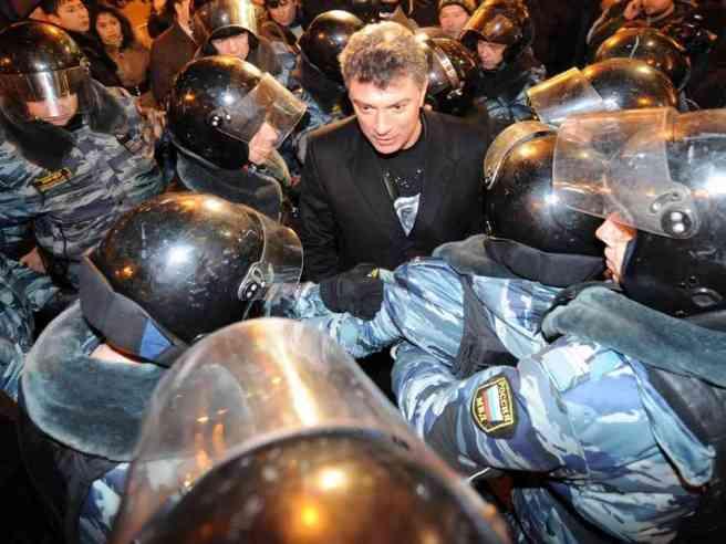 06-12-2011-nemtsov_boris_protesters-defy-rally-ban-in-moscow