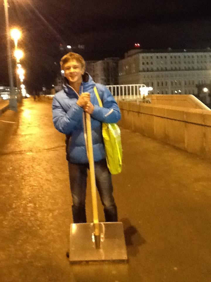 27-11-2016_mikhail_kireev_prines_stalnuyu_lopatu.jpg