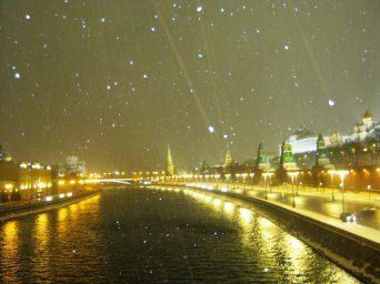 26.12.2016. Дежурство на Немцовском мемориале. Вид на Москва-реку. Именно её искал один из прохожих в этот вечер.