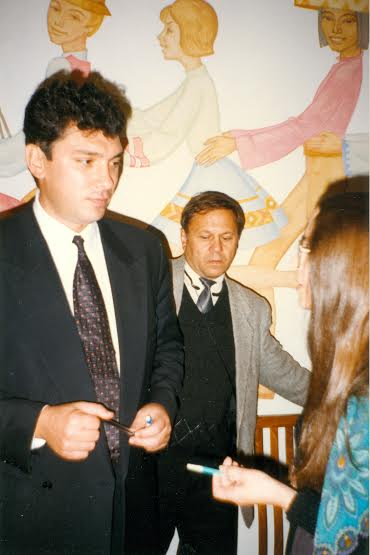 На снимке: Во время короткого интервью с Борисом Немцовым. Петрозаводск, Дворец творчества детей и юношества. 7 октября 1997 года/«Лицей», 1997 год, № 11