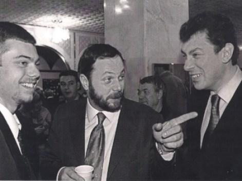 Слева направо: Владимир Кара-Мурза-младший, Владимир Кара-Мурза-старший и Борис Немцов. Фото: личный архив Владимира Кара-Мурзы